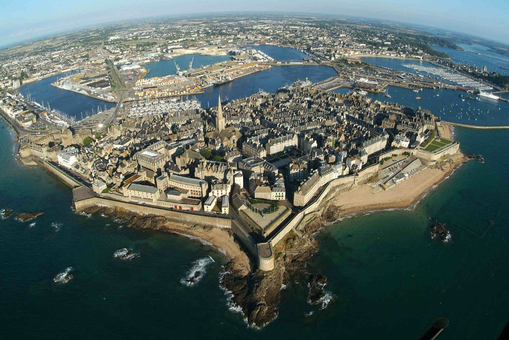 Related keywords suggestions for intra muros st malo for La maison des armateur saint malo